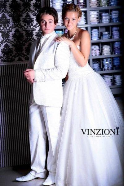 Жаккардовый белый костюм